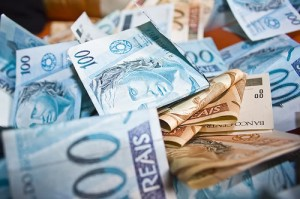 Salário Mínimo Brasil - Trabalhador deveria receber salário de R$ 2.617,33