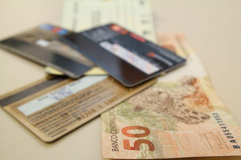Alta dos juros aumenta as chances de entrar no endividamento