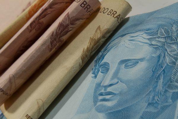 Juros do cheque especial atingem 12,28% em outubro
