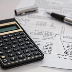 Parceria do Serasa e Correios para Negociação e Pagamento de Dívidas