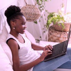 Ansiedade pode ser principal fator para desistência em curso de inglês on-line