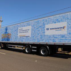 Veículos plotados com quase 400 fotos de motoristas do Grupo Rodonaves homenageia categoria