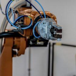 Robôs industriais ganham destaque na Indústria 4.0 por agregar maior velocidade à produção, tornando-a eficaz e precisa